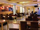 Otel restoranına bayan hostes garson